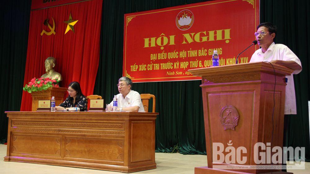 Nhiều kiến nghị về giáo dục và đường giao thông nông thôn